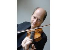 Sven Ahlbäck, professor i svensk folkmusik vid Kungl. Musikhögskolan (KMH) och projektledare för MITIS – Musikalisk IT i skolan