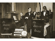Joseph Brown bag trommerne i Mr. Brown Band
