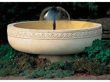 Romanesc Fountain  med ren och enkel fontän