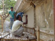 Indiske håndværkere restaurerer Sankt Olav Kirke i Serampore