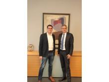 Mirco Hecker, GWA-Geschäftsführer mit Frank Lamsfuß, Vorstandsmitglied der Barmenia