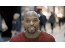 """Kodjo Akolor, programledare för """"Glöm inte att komma ihåg"""""""