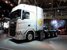 Scania S 730 V8 im Jubiläums-Design
