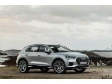 Audi Q3 (florettsølv) statisk forfra