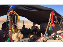 Besuch einer Nomadenfamilie - Yoga in der Wüste mit NOSADE