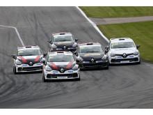 Startbild Clio Cup, söndagens race i Falkenberg. I täten Ilmari Korpivaara. Foto: Racefoto