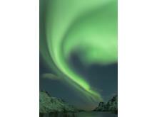 Leuchtender Himmel über Nordnorwegens Küste