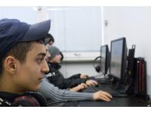 Ungdomar spelar Overwatch på Malmö e-sportcenter