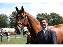 Clayton Fredericks på hästen Bendingo leder efter dressyren