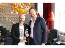Hotelldirektør ved Comfort Hotel Grand Central Robert Holand sammen med vise-administrerende direktør i Nordic Choice Hotels Bjørn Arild Wisth.