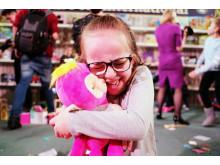 Dream Toys 2018 - Event Shots - Fingerlings Hugs