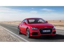 Audi TT Coupé (tangorød) statisk forfra