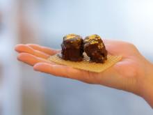 Jungfrukonfekt skapad av Joel Lindqvist med honung från Bokeslundsgården