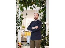 Lars Nilsson in his exhibition at Svenskt Tenn