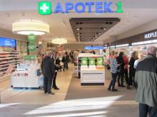 Mange besøkende på åpningen av Norges største kjøpesenterapotek