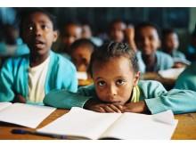 Skolböcker till barn i Etiopien
