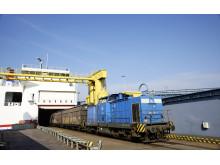 Eisenbahnentladung der MS Skåne in Rostock