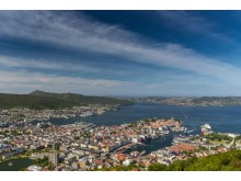 Die Aussicht vom Berg Fløyen auf die Stadt Bergen in Fjord Norwegen