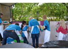 Barnen målar