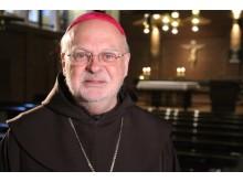 Biskop Anders Arborelius i katolska Domkyrkan i Stockholm
