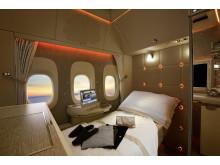 Emirates nya förstaklasskupé - med bland annat stämmingsbelysning av samma typ som i Mercedes S-Klass.