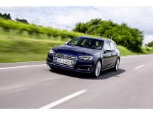 Audi S4 Avant (Navarran Blue)