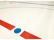 Linjerna i Lombiahallen, Kiruna, är målade med Hagmans golvfärg.