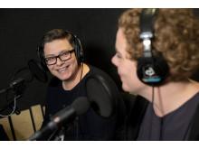 Katina Staf och Linnea Björnstam i studion