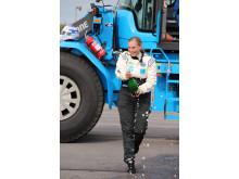Karin Olsson - efter världsrekordet i sin Volvo L60G PCP hjullastare
