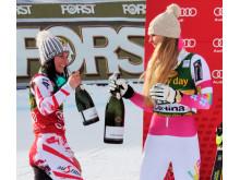 Lindsey Vonn och Anna Fenninger firar med Ferrari