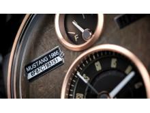 Varje klocka bär på bilens historia. Därför skrivs bilens chassinummer på urtavlan.