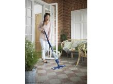 Golvet är hemmets nya fondvägg - Spray Mop på terassen
