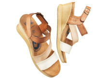 Sandalett med mjuka skinnremmar