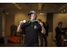 Robin Olsson från Kista Gymnasium i Stockholm är stresstålig, noggrann och snabb. Det gav honom segern i SM för unga plåtslagare 2014. Finalen avgjordes på ett välbesökt Yrkes-SM i Umeå under fredagen den 16 maj.