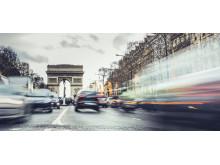 Illustrasjonfoto: Rushtrafikk i Paris med Triumfbuen i bakgrunnen
