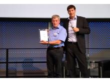CRM Award Wolfgang Siegel mit Jürgen Litz, Geschäftsführer der cobra GmbH (v. l. n. r.)