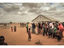 En prototyp av det nya flyktingboendet byggs upp i flyktinglägret Hilawyen i Dollo Ado, Etiopien
