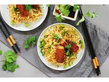 Nudelsallad med tempeh och krispiga grönsaker