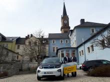 Naila testete ein E-Fahrzeug des Bayernwerks.