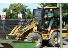 Rolf Baldes bei den Vorbereitungen für das Azubi-Projekt im Kinderbauernhof Neuss