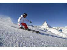 Purer Skispass am Fuße des Matterhorns im Skigebiet von Zermatt im Kanton Wallis