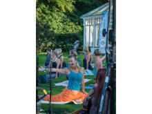 PureYoga Open Air i Botaniska trädgården, 21 augusti 2015: Yogalärare Kitty Strand