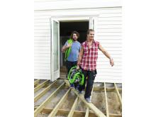 Pirre och Mackan bär kompressor
