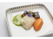 """Förrätt """"Butternut-pumpa, kammusslor och nyponrosgelé"""" skapat av Michelin-restaurangen Kokkeriet i samarbete med Singapore Airlines"""