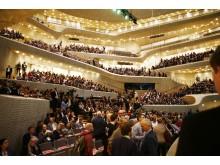 """Rund 1.600 Teilnehmer der XING-Tagung """"New Work Experience"""" erhielten am 6. März in der Hamburger Elbphilharmonie und Locations der HafenCity vielfältige Impulse zur Arbeitswelt von morgen."""