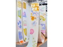 Kristina Lundsjös senaste arbeten skulle kunna beskrivas som experimentella och färgglada textila collage.