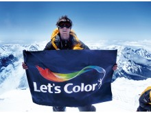 OL-guldvinderen Steve Williams på toppen af Mount Everest for at sprede Let's Color budskabet.