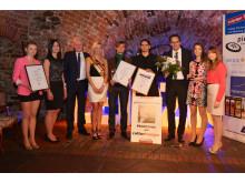 """Volker Bremer (3.v.r.) und Miss Sachsen (4.v.l.) übergeben den """"Leipziger Tourismuspreis 2014"""" an Kulturmanager Jörg Müller (5.v.l.) und Cornelius Brach (Wave-Gotik-Treffen, 4.v.r.)"""
