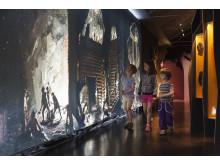 Barn i utställningen om gruvans storhetstid i Gruvmuseet