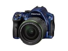 Pentax K-30 sininen 18-135mm edestä